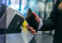 Teconologia NFC em uso por um smartphone